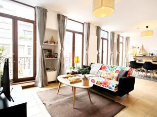BRUXELLES CENTRE / SAINTE-CATHERINE: Au topfloor d'un immeuble de caractère construit en 1889, Magnifique duplex 5 chambres très l