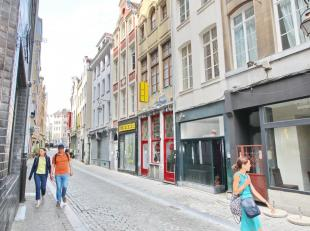 HISTORIC CENTER OF BRUSSELS - RARE HOUSE ON THE MARKET! Listed house of the 18th century, 120m ², totally renovated according to the norms for li