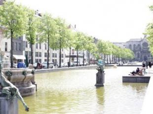 SAINTE CATHERINE: In a trendy district in the lower part of the center of Brussels, between rue Antoine Dansaert and Yser with its new contemporary ar