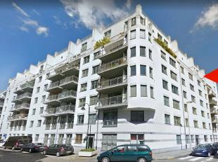 In the heart of Brussels : Large 3 bedrooms modern 150m² duplex-penthouse. Entrance hall, very bright 42m² living space that give access to
