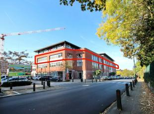 Uccle, near Calevoet train station and Brussels ring: very nice modern office floor of 840 m² on the 2nd floor. Reception, several meeting rooms,