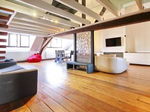 Sainte-Catherine / De Brouckère : Superb 170m² Loft on the 3rd floor (Topfloor!) of a 1970 building. The parquet and the wooden beams brin