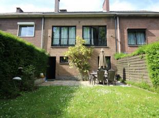 Dand un bon quartier résidentiel d'Ixelles: Proche du bois de la cambre, au bord de Boisfort, agréable maison bel-étage de 200m&s