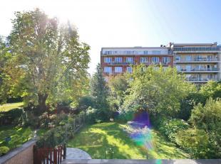 Wijk Basiliek Koekelberg - Molenbeek : Uitstekend appartement van 150m² zeer licht en in uitstekende staat! Inkomhal met apart toilet, ruime woon