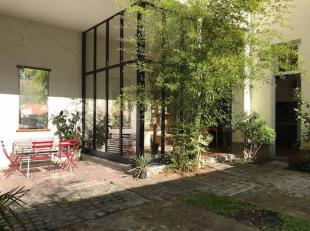 Beautiful rear house 4 bedrooms with large private courtyard This back home, full of charm, bathes in a romantic atmosphere, thanks to its flowery cou