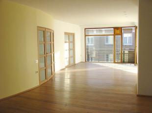 Appartement 4 chambres (165m2), 3ième étage dans un building de construction écologique (1995) à 4 appartements.  Vue sur