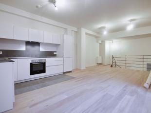 In het hart van Brussel: Mooi nieuw duplex appartement van 98m². Inkomhal, leefruimte van ± 30m² met volledig uitgeruste Bulthaup-keu