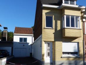 Deze te renoveren woning met veel potentieel is gelegen in de buurt van de Dender en de Muur van Geraardsbergen. Woning bevat drie volwaardige slaapka