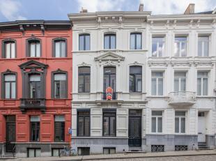 Unieke kans!!!! Bijzonder mooi en exclusief herenhuis in prachtige authentieke stijl, middenin de geliefde Gentse binnenstad!  <br /> Bij het binnenko