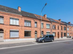 Aanrader!! Centraal gelegen, op te frissen woning in Oudenaarde! In de nabijheid van scholen, winkels, N60 en de markt . Indeling van de woning gaat a