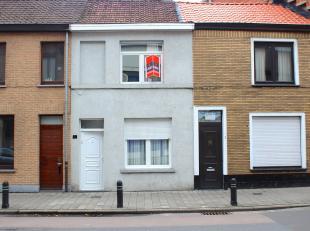 Deze charmante woning, gelegen in Sint-Amandsberg, heeft een uiterst  praktische locatie. Deze woonst is gelegen aan de meeste belangrijke toegangsweg