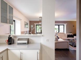 Instapklaar appartement gelegen op de eerste verdieping in een uiterst rustige buurt op de grens van St-Amandsberg en Oostakker. Het appartement maakt