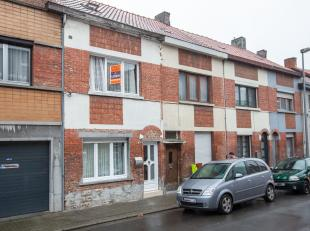 Centraal gelegen te renoveren woning met 3 slaapkamers in het centrum van Sint-Niklaas. De centrale ligging en mogelijkheid tot het creëren van e