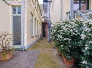 """Prachtige casco woning in de zeer stijlvolle residentie """"hoogpoort"""" in het hartje van historisch Gent! Gelegen in een oase van rust!<br /> Dit unieke"""