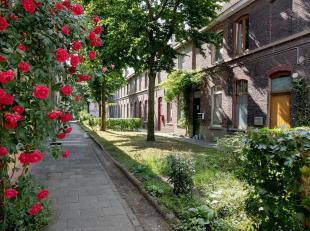 Deze charmante beluikwoning werd opgetrokken rond 1875, een echt stukje Gentse geschiedenis. Centraal in de Achterstraat vind je een autovrije zijstra