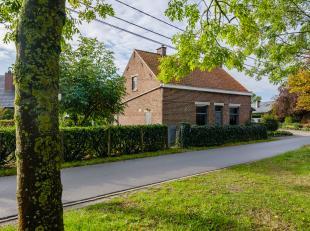 In het charmante Baarle vindt u deze te renoveren woning op een bouwgrond van maar liefst 1280m2! De woning met perfecte oriëntatie bevindt zich