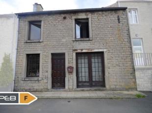 Située dans l'un des plus beaux villages de Wallonie, cette maison en pierres présentant de beaux volumes dispose d'un séjour de