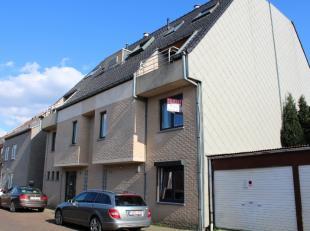 Goed onderhouden appartement (bj 2010) met garagebox en terras gelegen in een rustige straat vlak bij het centrum van Gistel. Een lichtrijk en energie