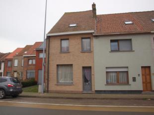 Huis te huur vlak aan centrum van Gistel, geen verhuur domicilie. De gemeubelde woning (inclusief drie bedden waarvan twee tweepersoonsbedden) kan wor