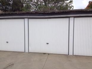 Afmetingen van de garage: 2,5 meter breed, 2,2 meter hoog en 5,5 meter lang. 60 euro per maand. Goede centrumligging. Meteen vrij.