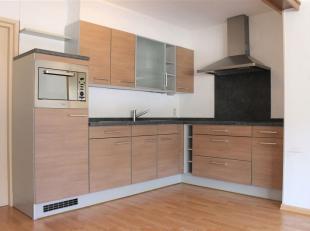 Volledig gerenoveerd en instapklaar appartement met 2 slaapkamers. Het appartement is gelegen op de tweede verdieping, midden in het centrum van Hamon