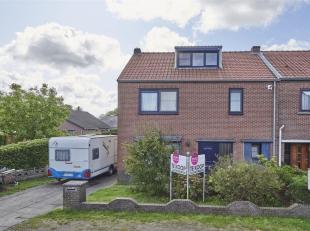 Opvallend ruime gezinswoning op een boogscheut van het centrum van Hamont en de Nederlandse grens.<br /> Indeling: ruime inkomhal, gezellige woonkamer