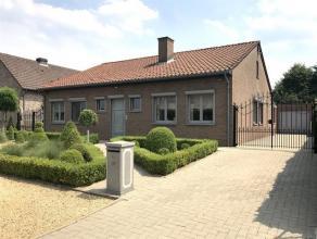 Mooie en rustig gelegen woning, met alle kamers op het gelijkvloers, op een perceel van 5a37ca met een omheinde tuin die zuidwaarts is gericht. De won