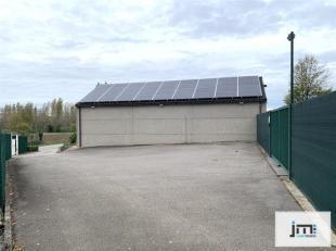 Recente loods met garageboxen en ruime parking.<br /> De parking volledig afgesloten en voorzien van een metalen toegangspoort.<br /> De loods zelf is