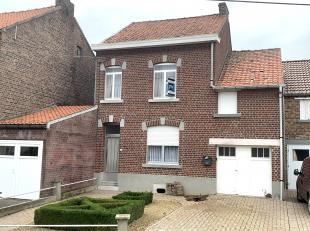 Deze woning is rustig gelegen tussen Mechelen-Bovelingen en Rukkelingen en heeft een goede verbinding naar de E40 te Borgworm.<br /> Vrij recente stoo