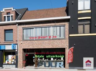Dit handelspand met heel wat charme kan je terugvinden in het centrum van Wilrijk. Het pand is gelegen aan een van de drukste kruispunten van het cent