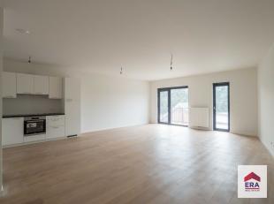 Dit volledig gerenoveerde appartement is terug te vinden in een klein gebouw, midden in het centrum van Wilrijk. Alle voorzieningen op wandelafstand: