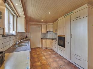 Mooie gezinswoning met 4 slaapkamers op een perceel van 9a25ca te Helchteren.<br /> LIGGING:<br /> Deze woning is gelegen in een rustige woonstraat, i