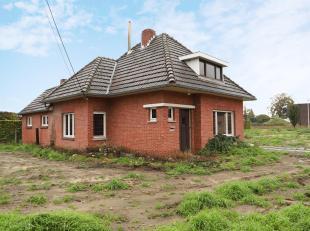 De woning omvat 120m² bewoonbare oppervlakte met een fijne leefruimte en 3 slaapkamers.<br /> Ze is gelegen op een mooi perceel met een opp. van