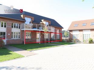 Het prachtig gelijkvloers appartement bevindt zich aan de rechterzijde van het appartementsgebouw.<br /> Het appartement is voorzien van een inkomhal