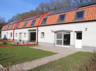 Deze mooie halfopen woning is volledig gerenoveerd met zeer duurzaam en kwalitatief materiaal.<br /> LIGGING:<br /> Het perceel is gelegen in een rust
