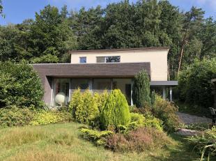 Volledig gerenoveerde woning met ruime tuin die uitgeeft op een groene omgeving en gelegen is in een doodlopende straat.<br /> Ideaal voor wie graag r