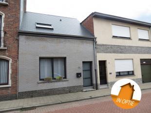 Volledige gerenoveerde, instapklare woning van 2016.<br /> Centraal gelegen nabij het centrum van Hemiksem, waterbus (Hemiksem-Antwerpen), openbaar ve