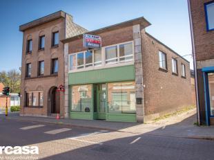 Dit handelshuis bestaande uit een handelsruimte met bovenliggend appartement wordt te koop aangeboden.De winkelruimte van ongeveer 235 m² is gele