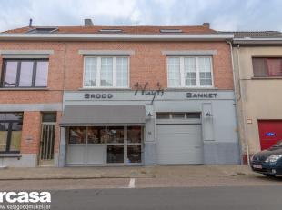 Warme bakkerij met woonst te koop in het centrum van Niel.Op het gelijkvloers vinden we de recent gerenoveerde winkel met aparte bureau met aanliggend