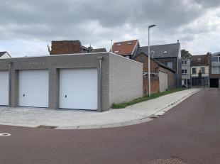 Deze nieuwbouw garagebox wordt te huur aangeboden.<br /> De garage is gelegen in het nieuwe binnen gebied van de Antwerpsestraat naar de Emiel Dewitts