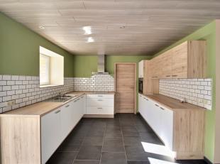 Nog geen nederlandstalige versie beschikbaarSituation calme pour cette maison, proche de la E411.<br /> Elle se compose de la manière suivante