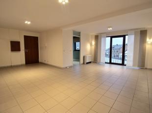 Situation idéale au centre de Libramont pour cet appartement 2 chambres. L'appartement se situe au 2ème étage de la réside
