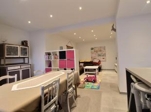 Bel appartement 2 chambres situé au 1er étage d'une résidence de 4 appartements proche de toutes commodités dans le centre