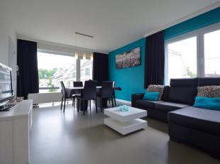 Dit moderne appartement bevindt zich op de tweede verdieping van een appartementsgebouw in Kessel-Lo. Het biedt een inkomhal met vestiaire, een aangen
