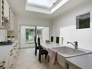 Deze grotendeels gerenoveerde woning bevindt zich in Attenhoven, een deelgemeente van Landen. De woning biedt aangename en heldere leefruimtes op het