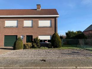 Recente, onderhoudsvriendelijke woning met een oostgerichte tuin in het landelijke Humbeek met als indeling op het gelijkvloers: inkomhall met aparte
