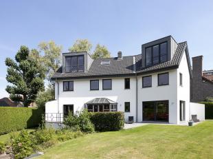 Villa lumineuse, construite en 1991 et rénovée en 2014, située dans un quartier résidentiel à Laeken entre la Chaus