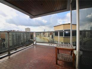 Bel appartement idéalement situé à deux pas de l'hyper centre de Liège et de la Médiacité. Il se compose d'u