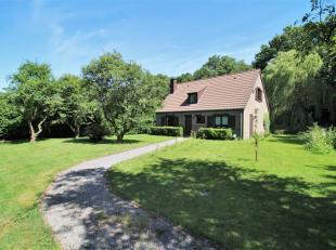 Agréable maison unifamiliale, située en retrait de la route sur une parcelle arborée à 2 minutes du Centre de Beaufays et