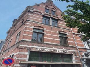 Instap klaar café, onmiddellijk beschikbaar! <br /> Dit prachtig pand is gelegen in het centrum van Tienen, vlak aan het station, met parking e